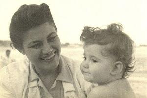 Jacinta Passos, com a filha Janaína (1948).