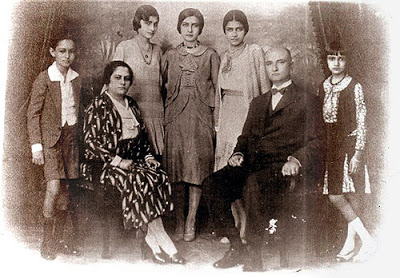 Berila e Manoel Caetano Passos com os filhos (em pé, da esquerda para a direita) Manoel Caetano Filho, Dulce, Maria José, Jacinta e Lourdes.